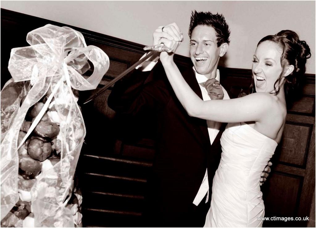 peckforton-castle-wedding-photography-cutting-the-cake