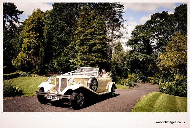 astley-bank-hotel-weddings-bride-arriving