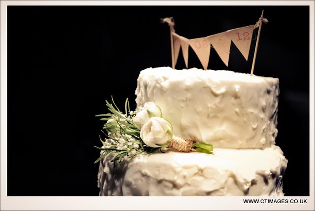rivington-hall-barn-weddings-photographers-wedding-cake