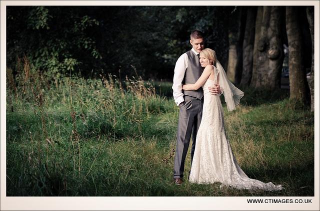 rivington-hall-barn-weddings-photographers-country-budget-wedding