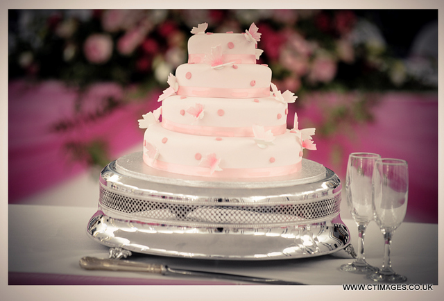manchester-wedding-photography-pink-cake