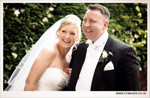 holiday-inn-bolton-weddings-photographer-cloisters-suite