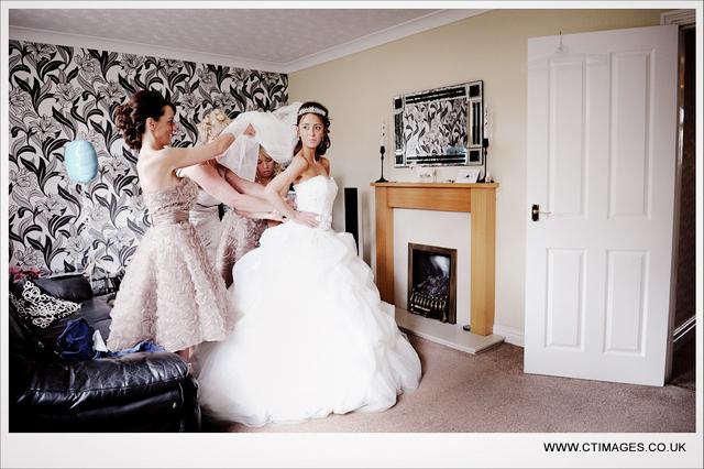 bolton-school-weddings-photographer-bride-getting-ready