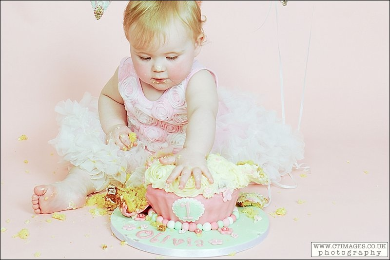 baby girl, cake smash, giant cup cake, pink, green,