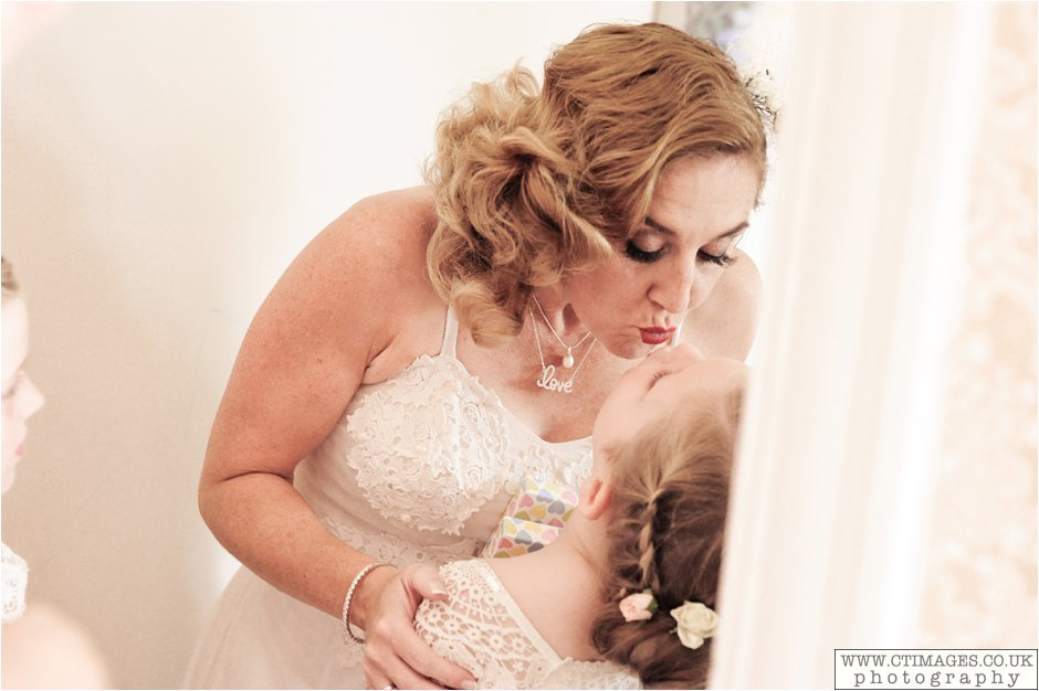 astley-hall-wedding-photos-chorley-weddings-lancashire-photographers-creative-female-photography_0019.jpg
