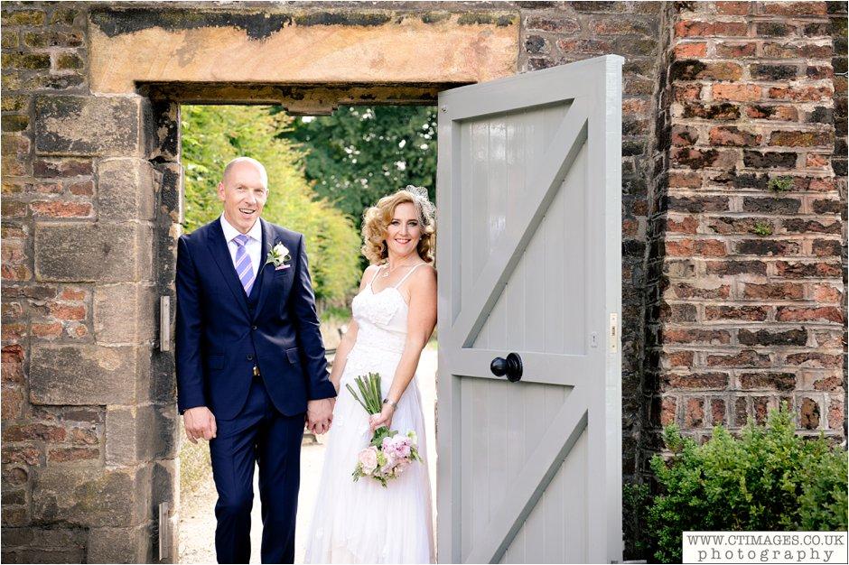 astley-hall-wedding-photos-chorley-weddings-lancashire-photographers-creative-female-photography_0042.jpg