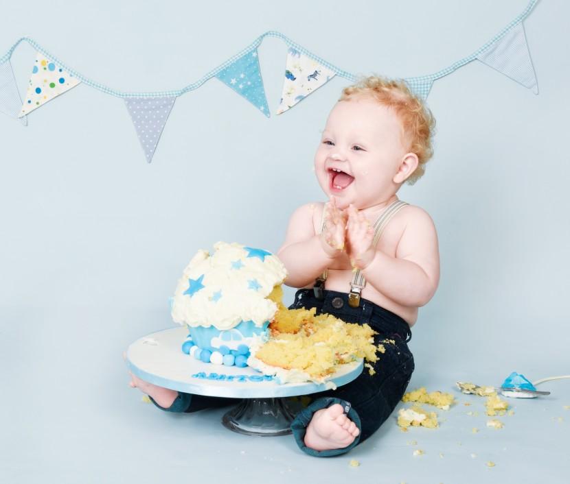 babys-first-birthday-cake-smash-photos-manchester-photography-childrens-portraits-7-830x706.jpg