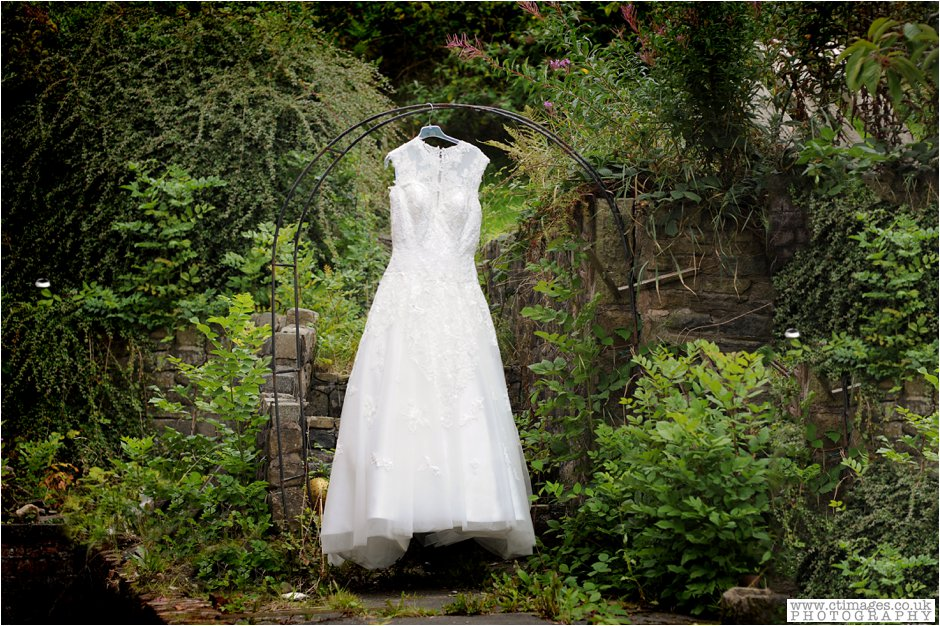 bolton-albert-halls-wedding-photographer-pack-horse-affetside-weddings-female-photography-creative-photographers_0004.jpg