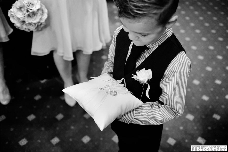 bolton-albert-halls-wedding-photographer-pack-horse-affetside-weddings-female-photography-creative-photographers_0009.jpg