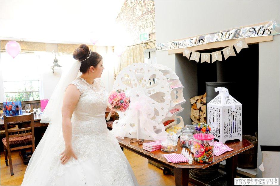 bolton-albert-halls-wedding-photographer-pack-horse-affetside-weddings-female-photography-creative-photographers_0026.jpg
