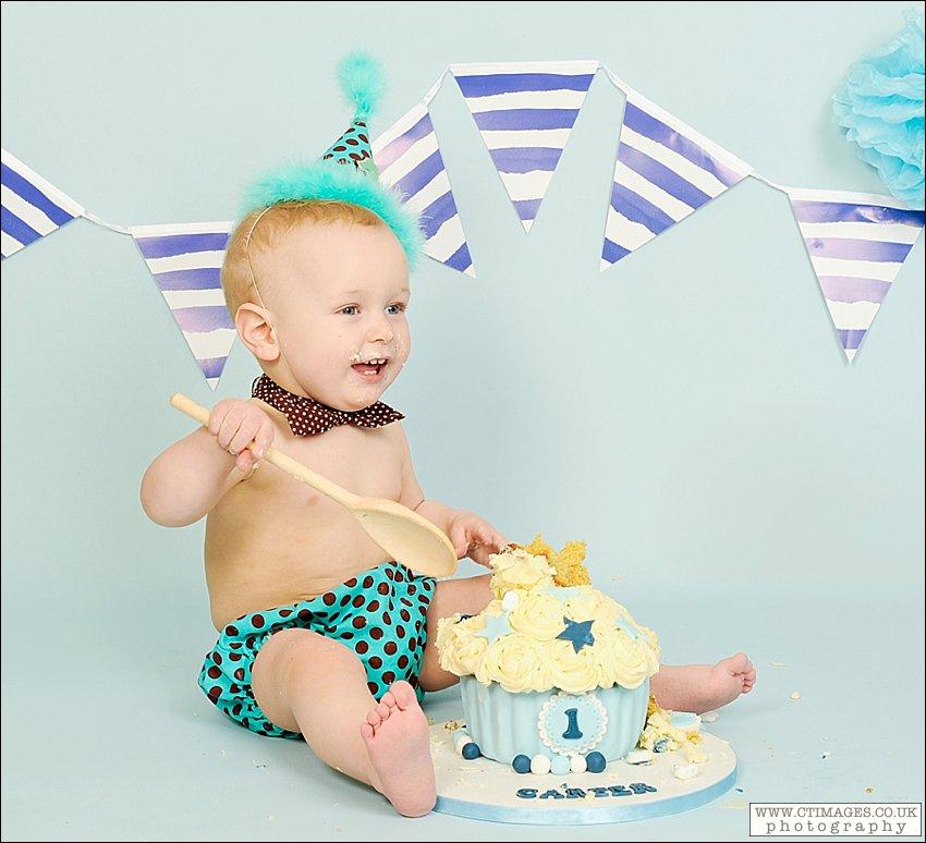 baby cake smash photos,birthday cake smash,manchester cake smash photography,