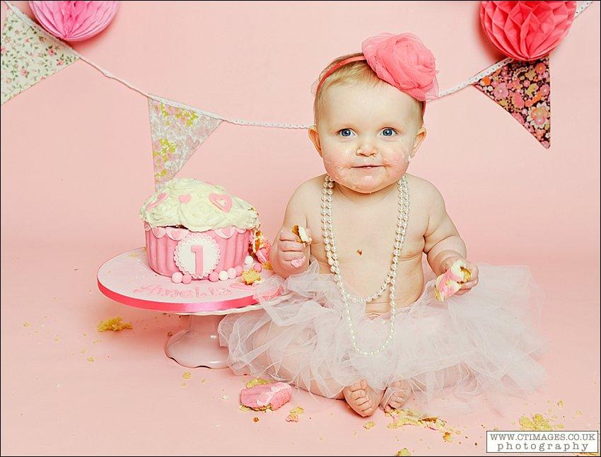 cake-smash-photographer-babys-first-birthday-photos-manchester-7.jpg