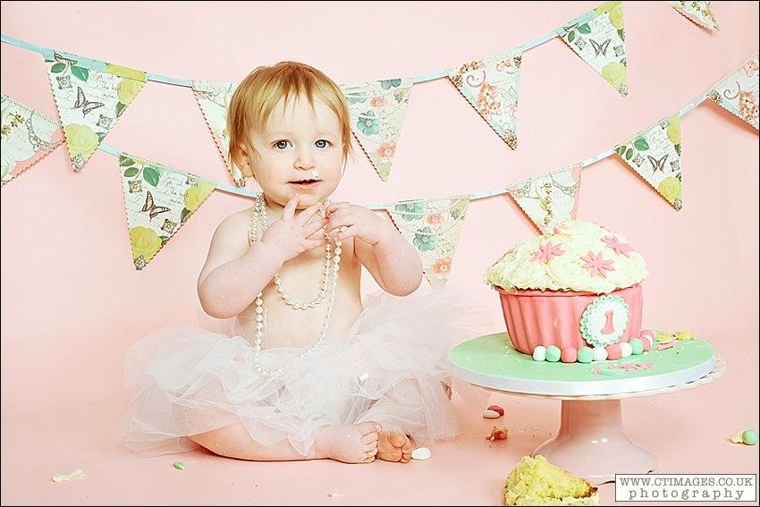 Cake Smash and bath time fun with Zara