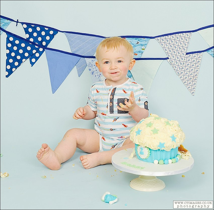 babys first birthday,manchester cake smash photography,studio photography,