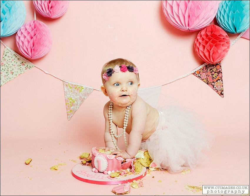 cake-smash-photographer-babys-first-birthday-photos-manchester-8.jpg