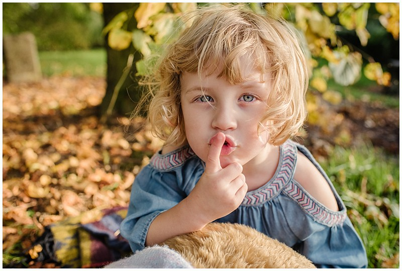 autumn photos,autumn with children,childhood,childrens outdoor pictures,childrens portraits,photographer,photography,seasonal portraits,