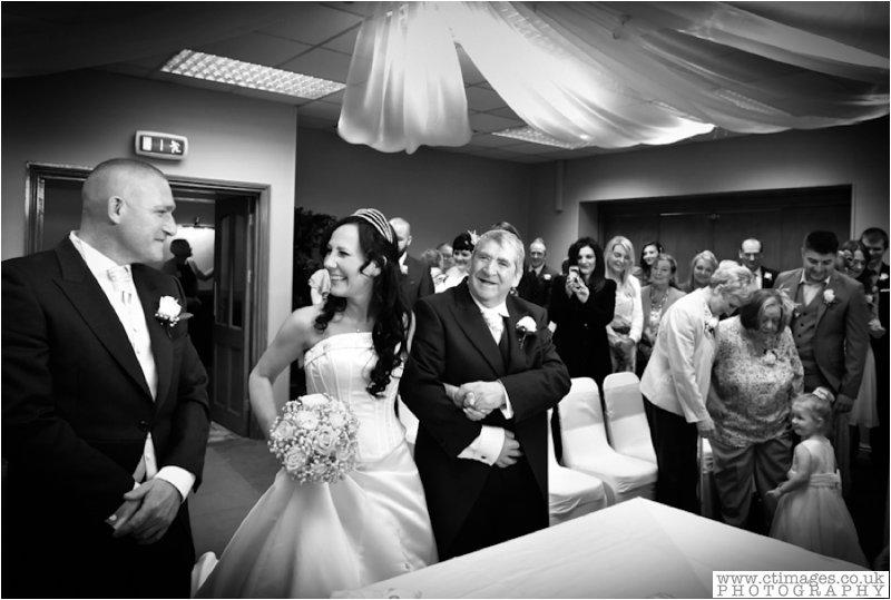 greyhound leigh,leigh photographer,photographer,photography,sporting lodge inn leigh,wedding photographer,wedding photography,wedding photos,