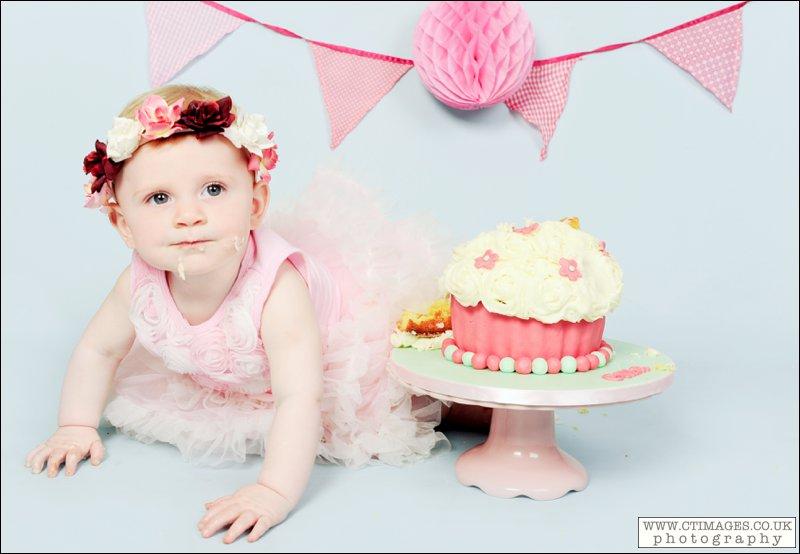 cake smash with pink cupcake,