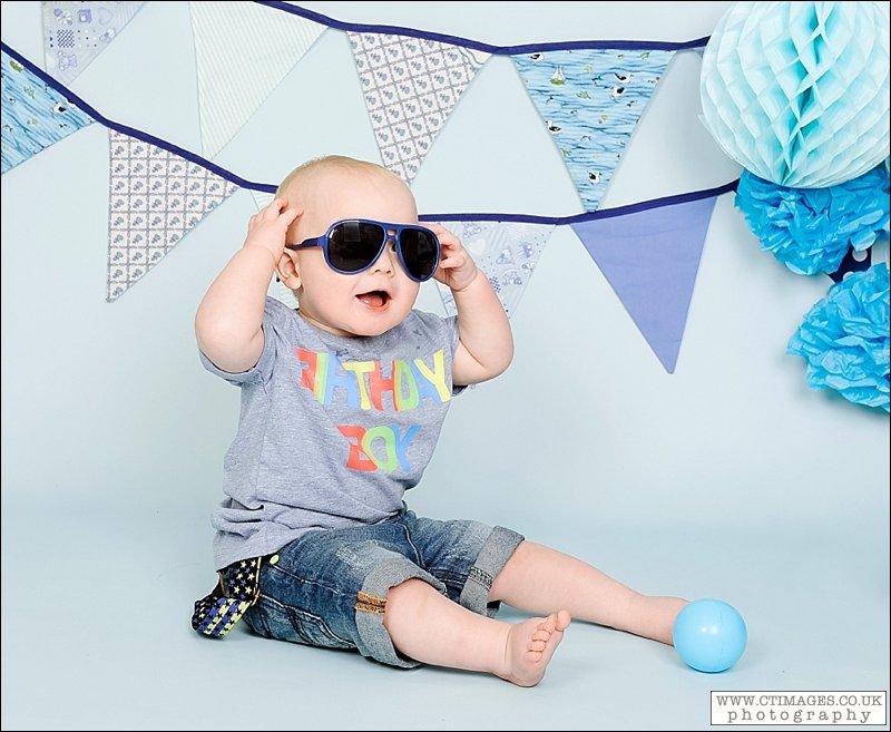 babys first birthday,cake smash photography,manchester cake smash photography,