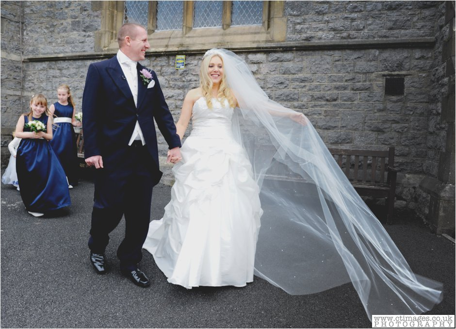 brides veil,