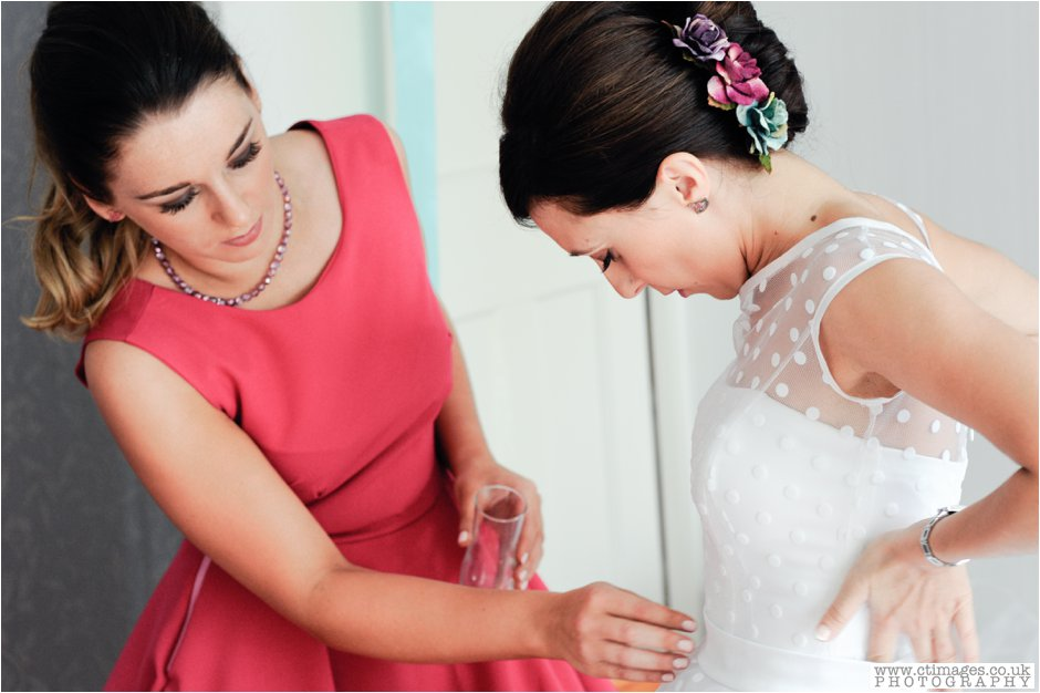 rivington-hall-barn-wedding-photographer-lancashire-weddings-female-photography-creative-photographers_0006.jpg