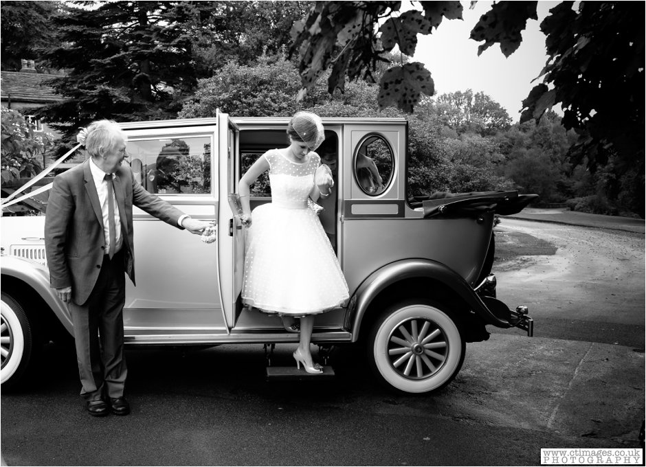 rivington-hall-barn-wedding-photographer-lancashire-weddings-female-photography-creative-photographers_0014.jpg