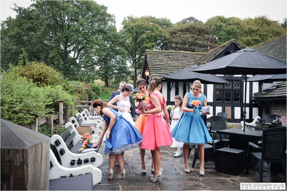 rivington-hall-barn-wedding-photographer-lancashire-weddings-female-photography-creative-photographers_0016.jpg