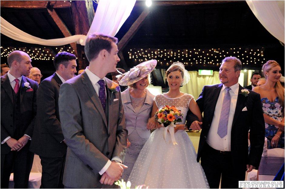 rivington-hall-barn-wedding-photographer-lancashire-weddings-female-photography-creative-photographers_0018.jpg
