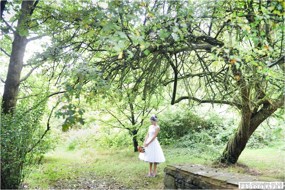 rivington-hall-barn-wedding-photographer-lancashire-weddings-female-photography-creative-photographers_0040.jpg