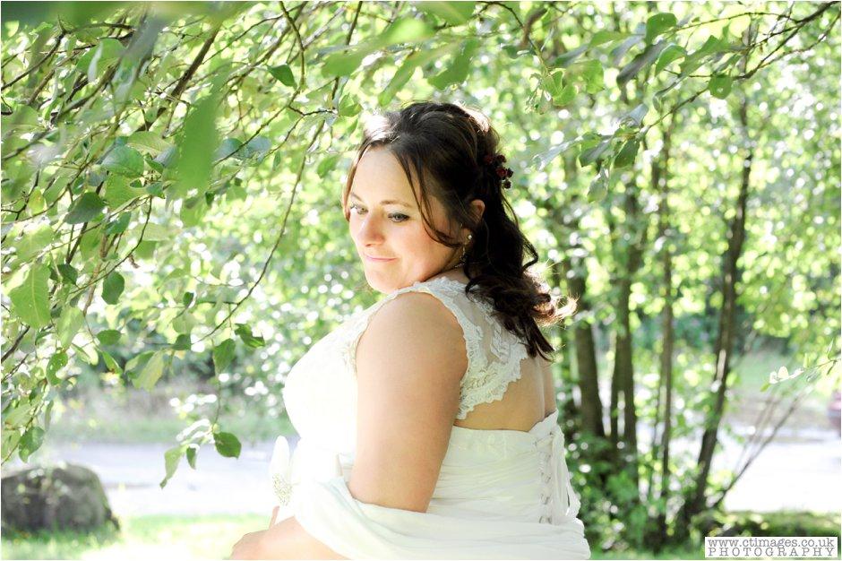 village-hotel-ashton-under-lyne-wedding-photographer-weddings-female-photography-creative-photographers_0018.jpg